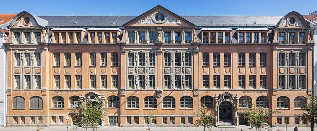 Fassade der Lietzensee-Schule in Berlin